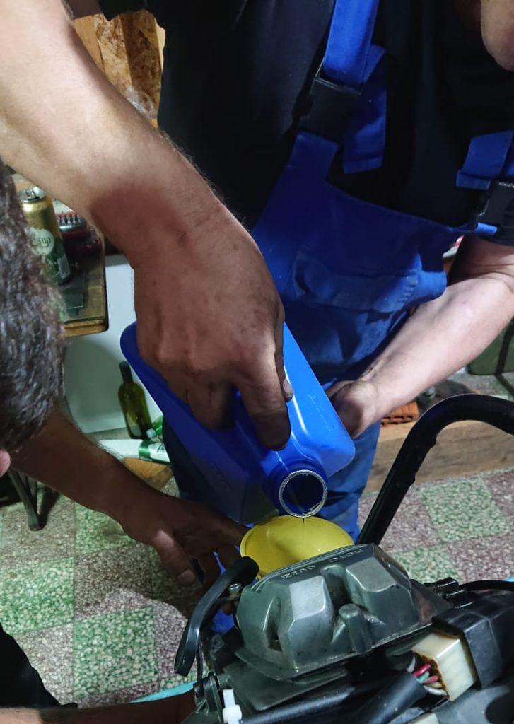 Moto guzzi oil change